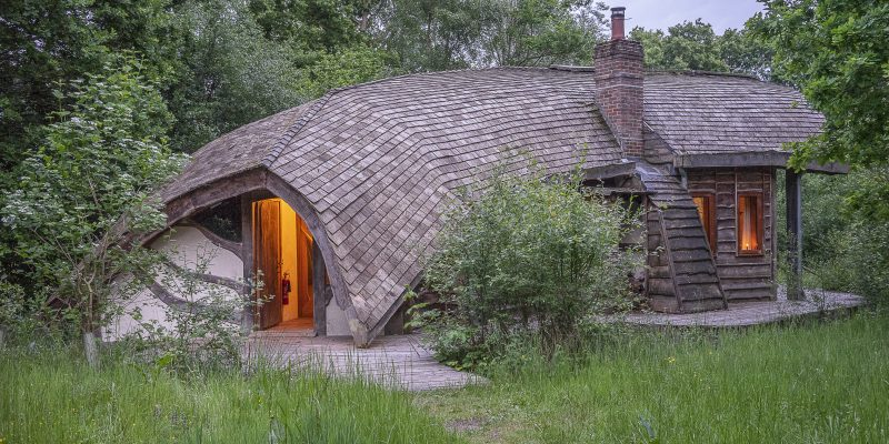 hobbit house retreat